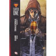 Superman---Earth-One-HC---1